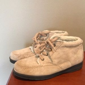 Faded Glory tan suede boots size 9